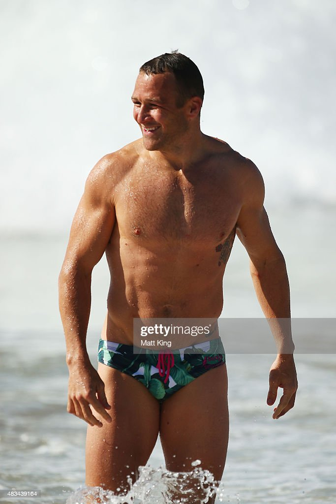 <a gi-track='captionPersonalityLinkClicked' href=/galleries/search?phrase=Matt+Giteau&family=editorial&specificpeople=206460 ng-click='$event.stopPropagation()'>Matt Giteau</a> of the Wallabies walks from the water during an Australia Wallabies recovery session at Coogee Beach on August 9, 2015 in Sydney, Australia.