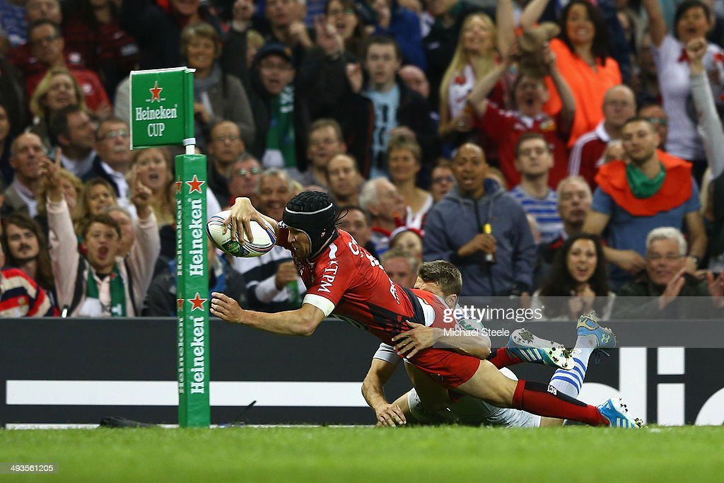 <a gi-track='captionPersonalityLinkClicked' href=/galleries/search?phrase=Matt+Giteau&family=editorial&specificpeople=206460 ng-click='$event.stopPropagation()'>Matt Giteau</a> of Toulon dives over to score the opening try despite the challenge from <a gi-track='captionPersonalityLinkClicked' href=/galleries/search?phrase=Richard+Wigglesworth&family=editorial&specificpeople=553815 ng-click='$event.stopPropagation()'>Richard Wigglesworth</a> of Saracens during the Heineken Cup Final match between Toulon and Saracens at Millennium Stadium on May 24, 2014 in Cardiff, Wales.