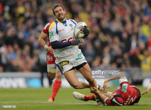 Matt Giteau of Toulon is unable to stop Brock James of ASM Clermont Auvergne scoring his team's second try during the Heineken Cup final match...