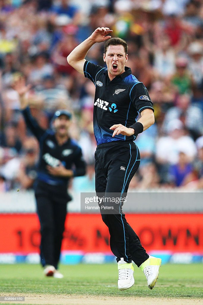 <a gi-track='captionPersonalityLinkClicked' href=/galleries/search?phrase=Matt+Henry+-+Cricketspeler&family=editorial&specificpeople=14230010 ng-click='$event.stopPropagation()'>Matt Henry</a> of the Black Caps shows his frustration during the 3rd One Day International cricket match between the New Zealand Black Caps and Australia at Seddon Park on February 8, 2016 in Hamilton, New Zealand.