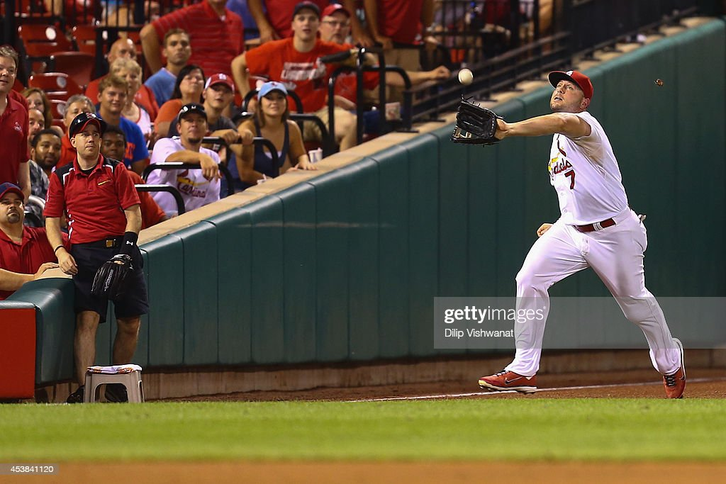 <a gi-track='captionPersonalityLinkClicked' href=/galleries/search?phrase=Matt+Holliday&family=editorial&specificpeople=207017 ng-click='$event.stopPropagation()'>Matt Holliday</a> #7 of the St. Louis Cardinals attempts to catch a fly ball against the Cincinnati Reds in the sixth inning at Busch Stadium on August 19, 2014 in St. Louis, Missouri. The Cardinals beat the Reds 5-4.