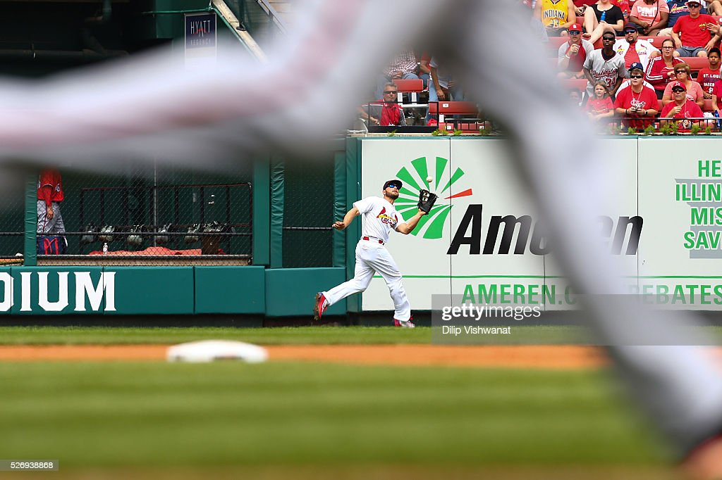 Matt Holliday #7 of the St. Louis Cardinals catches a fly ball against the Washington Nationals in the fifth inning at Busch Stadium on May 1, 2016 in St. Louis, Missouri.