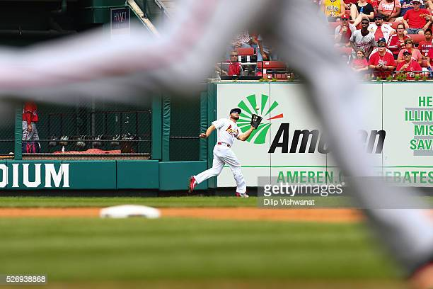 Matt Holliday of the St Louis Cardinals catches a fly ball against the Washington Nationals in the fifth inning at Busch Stadium on May 1 2016 in St...
