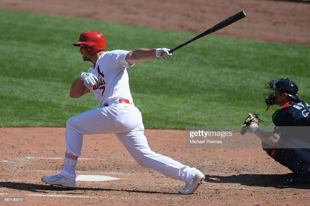 Matt Holliday #7 of the St. Louis Cardinals hits a single against the Atlanta Braves in the eighth inning at Busch Stadium on August 7, 2016 in St. Louis, Missouri.