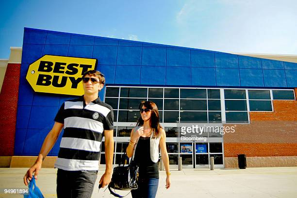 Matt Jones left and Lauryn Solodar leave a Best Buy store with their purchases in Atlanta Georgia US on Monday June 15 2009 Best Buy Co the world's...