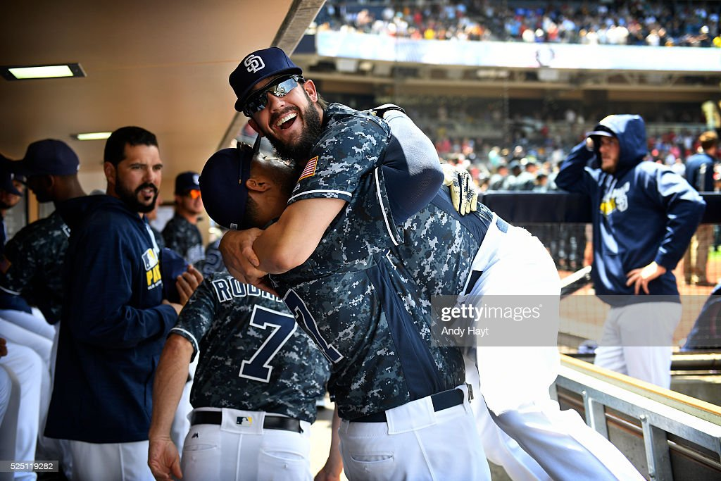 <a gi-track='captionPersonalityLinkClicked' href=/galleries/search?phrase=Matt+Kemp&family=editorial&specificpeople=567161 ng-click='$event.stopPropagation()'>Matt Kemp</a> #27 hugs <a gi-track='captionPersonalityLinkClicked' href=/galleries/search?phrase=James+Shields+-+Jogador+de+basebol&family=editorial&specificpeople=8138267 ng-click='$event.stopPropagation()'>James Shields</a> #33 of the San Diego Padres in the dugout prior to a game against the St. Louis Cardinals at Petco Park on April 24, 2016 in San Diego, California.