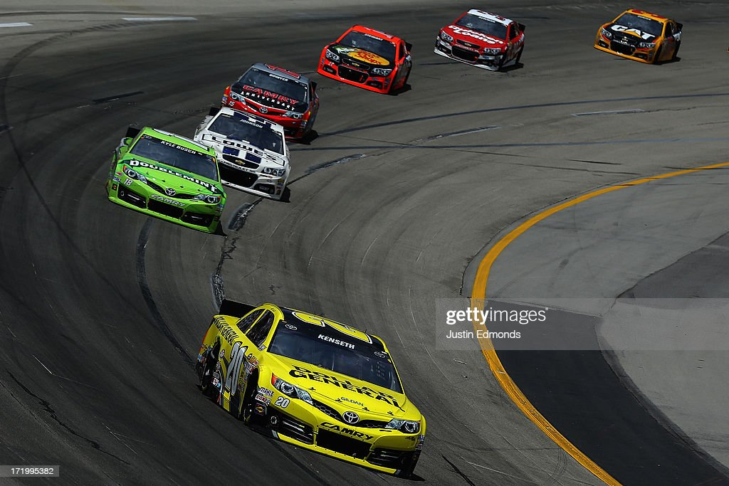 <a gi-track='captionPersonalityLinkClicked' href=/galleries/search?phrase=Matt+Kenseth&family=editorial&specificpeople=204192 ng-click='$event.stopPropagation()'>Matt Kenseth</a>, driver of the #20 Dollar General Toyota, leads <a gi-track='captionPersonalityLinkClicked' href=/galleries/search?phrase=Kyle+Busch&family=editorial&specificpeople=211123 ng-click='$event.stopPropagation()'>Kyle Busch</a>, driver of the #18 Doublemint Toyota, <a gi-track='captionPersonalityLinkClicked' href=/galleries/search?phrase=Jimmie+Johnson+-+Pilote+de+Nascar&family=editorial&specificpeople=171519 ng-click='$event.stopPropagation()'>Jimmie Johnson</a>, driver of the #48 Lowe's Dover White Chevrolet, <a gi-track='captionPersonalityLinkClicked' href=/galleries/search?phrase=Clint+Bowyer&family=editorial&specificpeople=537951 ng-click='$event.stopPropagation()'>Clint Bowyer</a>, driver of the #15 Camry 30th Anniversary Toyota, <a gi-track='captionPersonalityLinkClicked' href=/galleries/search?phrase=Tony+Stewart+-+Coureur+automobile&family=editorial&specificpeople=201686 ng-click='$event.stopPropagation()'>Tony Stewart</a>, driver of the #14 Bass Pro Shops Chevrolet, Ryan Newman, driver of the #39 Quicken Loans Chevrolet, and <a gi-track='captionPersonalityLinkClicked' href=/galleries/search?phrase=Jeff+Burton&family=editorial&specificpeople=216559 ng-click='$event.stopPropagation()'>Jeff Burton</a>, driver of the #31 Caterpillar Chevrolet, during the NASCAR Sprint Cup Series Quaker State 400 at Kentucky Speedway on June 30, 2013 in Sparta, Kentucky.