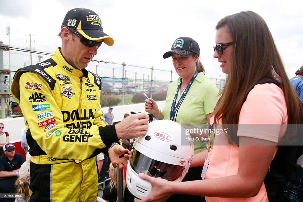 <a gi-track='captionPersonalityLinkClicked' href=/galleries/search?phrase=Matt+Kenseth&family=editorial&specificpeople=204192 ng-click='$event.stopPropagation()'>Matt Kenseth</a>, driver of the #20 Dollar General Toyota, signs an autograph prior to the NASCAR Sprint Cup Series GEICO 500 at Talladega Superspeedway on May 1, 2016 in Talladega, Alabama.