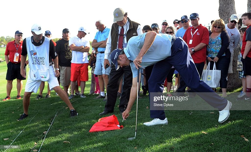 <a gi-track='captionPersonalityLinkClicked' href=/galleries/search?phrase=Matt+Kuchar&family=editorial&specificpeople=243226 ng-click='$event.stopPropagation()'>Matt Kuchar</a> marks his ball, which landed in a spectator's bag, on the 18th hole during the second round of the Valero Texas Open at the AT&T Oaks Course at TPC San Antonio on April 05, 2013 in San Antonio, Texas.