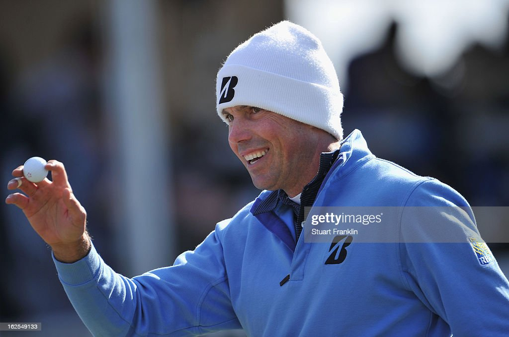 Matt Kuchar of USA waves his ball during the final round of the World Golf Championships - Accenture Match Play at the Golf Club at Dove Mountain on February 24, 2013 in Marana, Arizona.