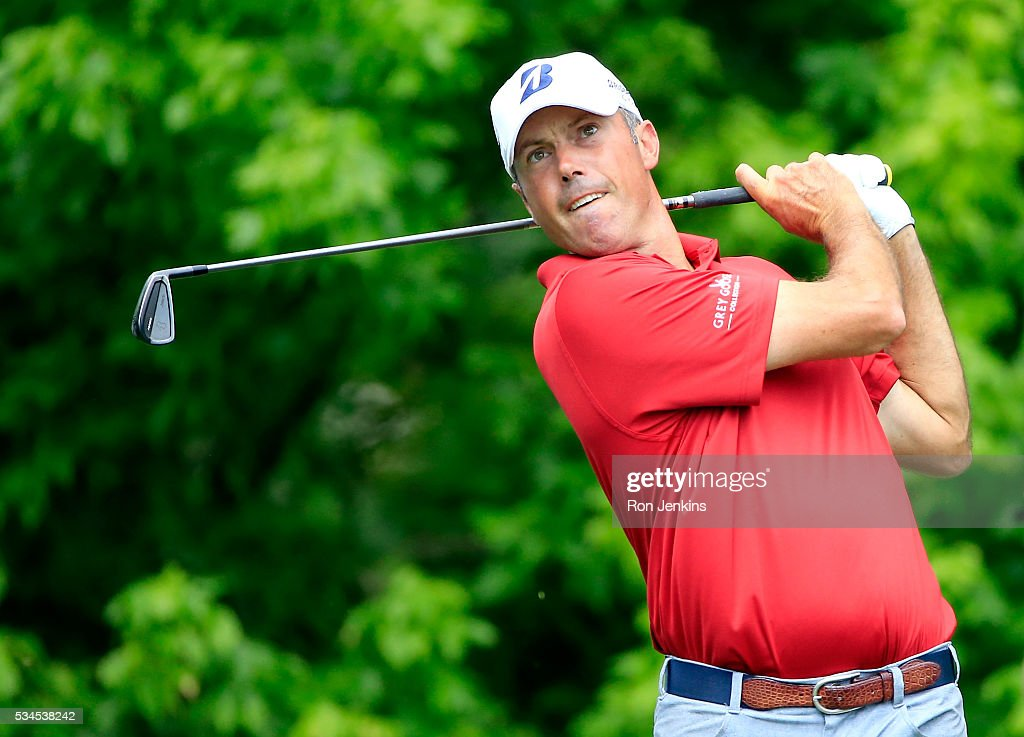 <a gi-track='captionPersonalityLinkClicked' href=/galleries/search?phrase=Matt+Kuchar&family=editorial&specificpeople=243226 ng-click='$event.stopPropagation()'>Matt Kuchar</a> plays his shot from the eighth tee during the First Round of the DEAN & DELUCA Invitational at Colonial Country Club on May 26, 2016 in Fort Worth, Texas.