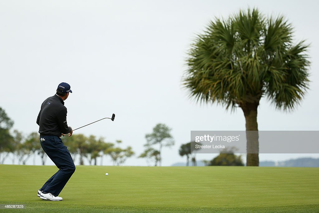 <a gi-track='captionPersonalityLinkClicked' href=/galleries/search?phrase=Matt+Kuchar&family=editorial&specificpeople=243226 ng-click='$event.stopPropagation()'>Matt Kuchar</a> reacts to a missed putt on the 17th green during the first round of the RBC Heritage at Harbour Town Golf Links on April 17, 2014 in Hilton Head Island, South Carolina.