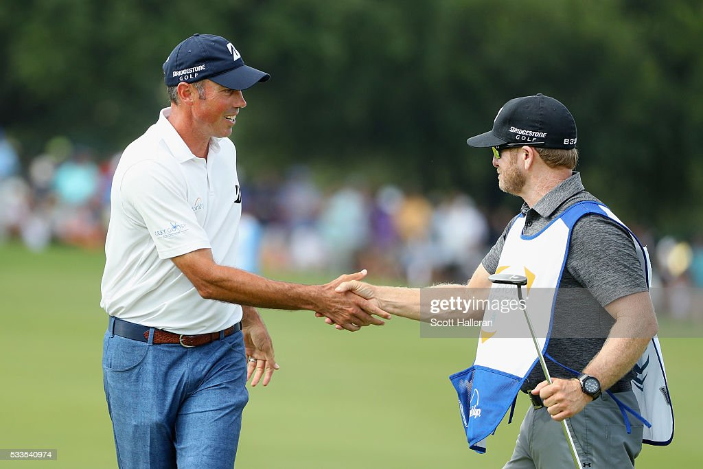 Matt Kuchar shakes hands with his caddie, John Wood, on the 18th green during the Final Round at AT&T Byron Nelson on May 22, 2016 in Irving, Texas.