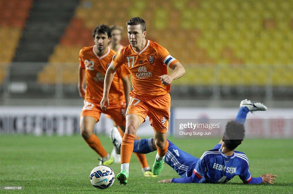 Matt Mckay of Brisbane Roar controls the ball during the AFC Champions League Group G match between Suwon Samsung FC and Brisbane Roar at Suwon World...