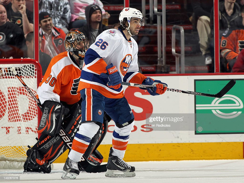 <a gi-track='captionPersonalityLinkClicked' href=/galleries/search?phrase=Matt+Moulson&family=editorial&specificpeople=3365493 ng-click='$event.stopPropagation()'>Matt Moulson</a> #26 of the New York Islanders attempts to screen goaltender <a gi-track='captionPersonalityLinkClicked' href=/galleries/search?phrase=Ilya+Bryzgalov&family=editorial&specificpeople=2285430 ng-click='$event.stopPropagation()'>Ilya Bryzgalov</a> #30 of the Philadelphia Flyers on March 1, 2012 at the Wells Fargo Center in Philadelphia, Pennsylvania. The Flyers went on to defeat the Islanders 6-3.