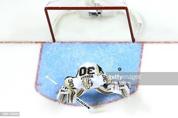 Matt Murray of the Pittsburgh Penguins gives up a goal against Justin Braun of the San Jose Sharks during the first period in Game Three of the 2016...