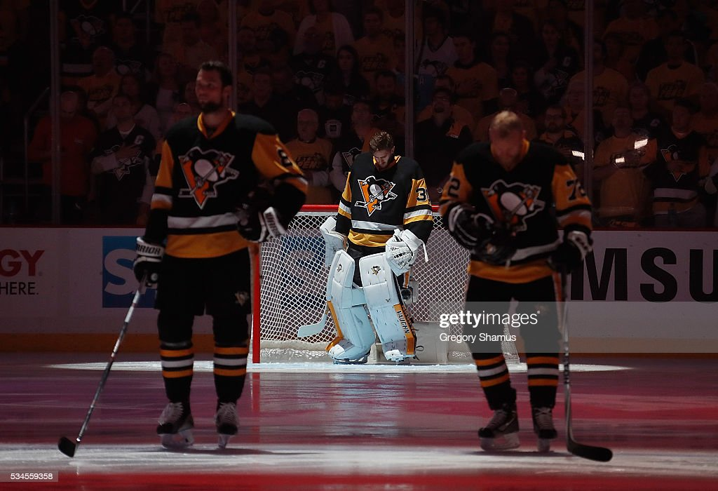 <a gi-track='captionPersonalityLinkClicked' href=/galleries/search?phrase=Matt+Murray+-+Ishockeyspelare&family=editorial&specificpeople=15609595 ng-click='$event.stopPropagation()'>Matt Murray</a> #30 of the Pittsburgh Penguins looks on during the first period against the Tampa Bay Lightning in Game Seven of the Eastern Conference Final during the 2016 NHL Stanley Cup Playoffs at Consol Energy Center on May 26, 2016 in Pittsburgh, Pennsylvania.