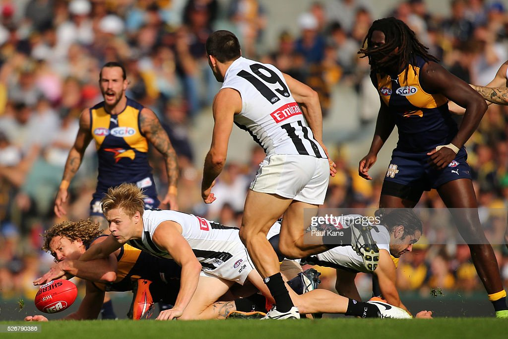 Matt Priddis of the Eagles and Jordan De Goey of the Magpies contest for the ball during the round six AFL match between the West Coast Eagles and the Collingwood Magpies at Domain Stadium on May 1, 2016 in Perth, Australia.