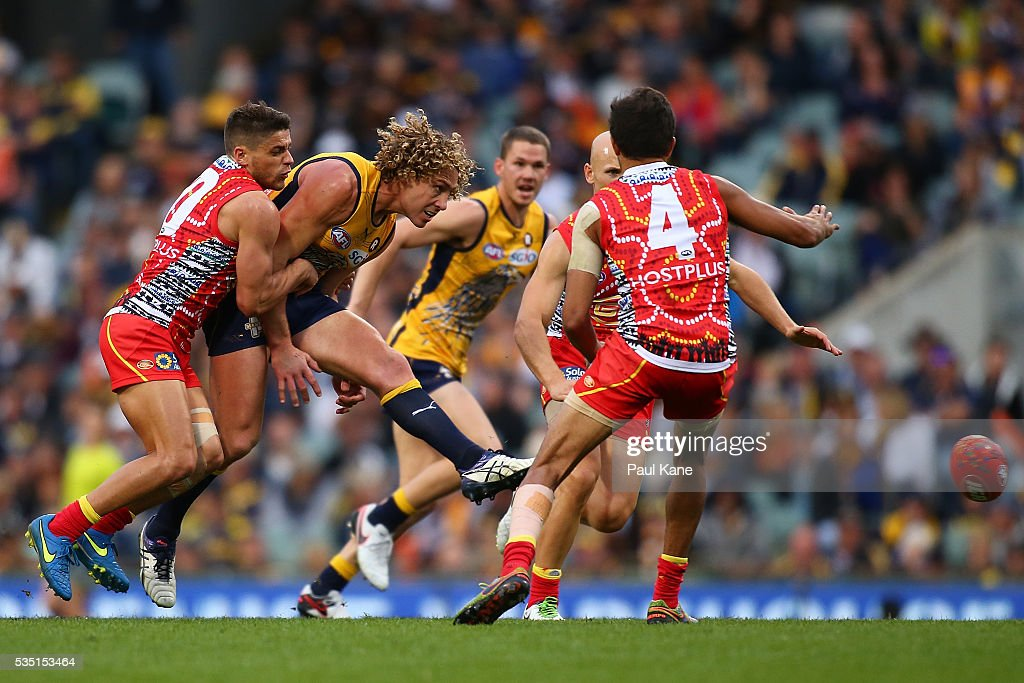 <a gi-track='captionPersonalityLinkClicked' href=/galleries/search?phrase=Matt+Priddis&family=editorial&specificpeople=4155904 ng-click='$event.stopPropagation()'>Matt Priddis</a> of the Eagles gets his kick away during the round 10 AFL match between the West Coast Eagles and the Gold Coast Suns at Domain Stadium on May 29, 2016 in Perth, Australia.