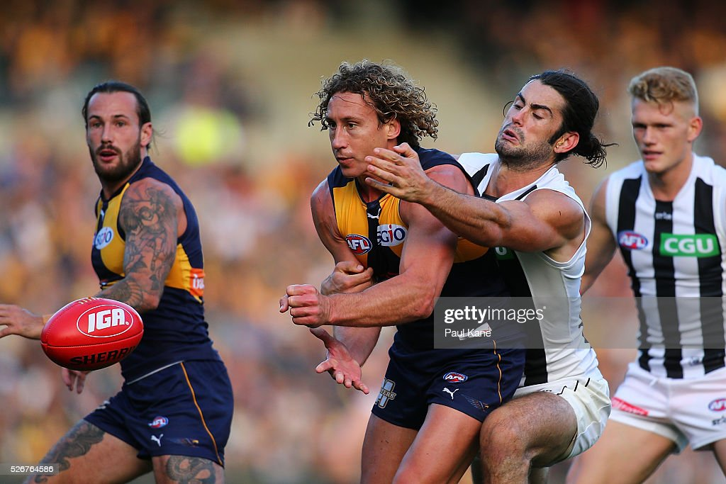 Matt Priddis of the Eagles handballs during the round six AFL match between the West Coast Eagles and the Collingwood Magpies at Domain Stadium on May 1, 2016 in Perth, Australia.