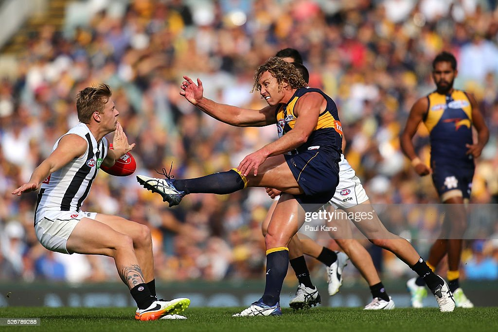 Matt Priddis of the Eagles kicks the ball forward during the round six AFL match between the West Coast Eagles and the Collingwood Magpies at Domain Stadium on May 1, 2016 in Perth, Australia.