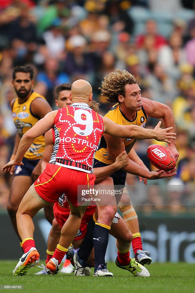 <a gi-track='captionPersonalityLinkClicked' href=/galleries/search?phrase=Matt+Priddis&family=editorial&specificpeople=4155904 ng-click='$event.stopPropagation()'>Matt Priddis</a> of the Eagles looks to handball during the round 10 AFL match between the West Coast Eagles and the Gold Coast Suns at Domain Stadium on May 29, 2016 in Perth, Australia.
