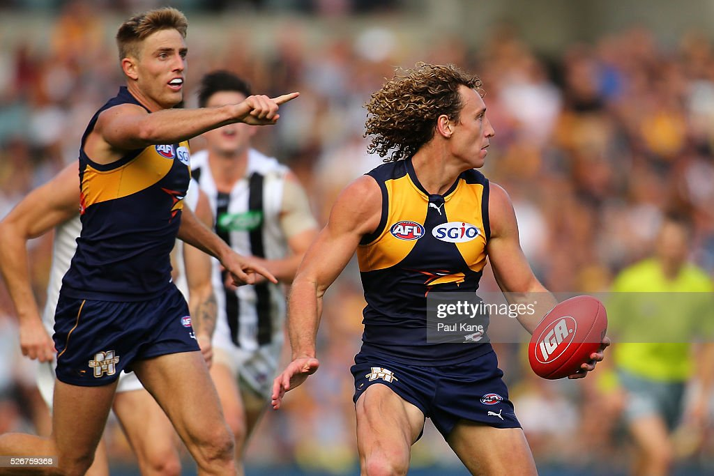 Matt Priddis of the Eagles looks to handball during the round six AFL match between the West Coast Eagles and the Collingwood Magpies at Domain Stadium on May 1, 2016 in Perth, Australia.