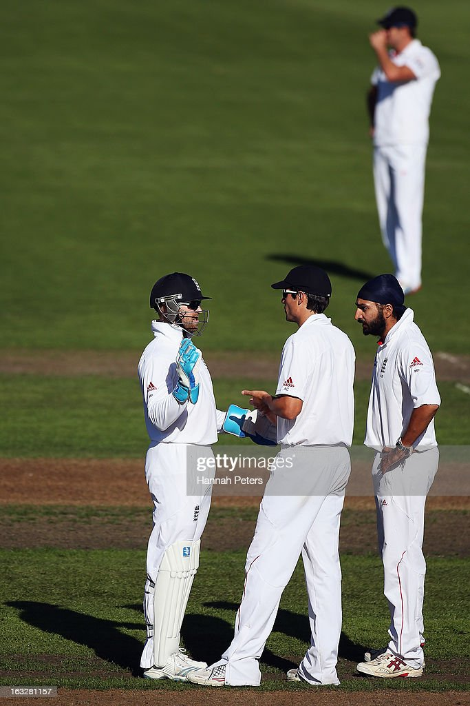 Matt Prior, Alastair Cook and Monty Panesar of England discuss fielding optioins during day two of the First Test match between New Zealand and England at University Oval on March 7, 2013 in Dunedin, New Zealand.