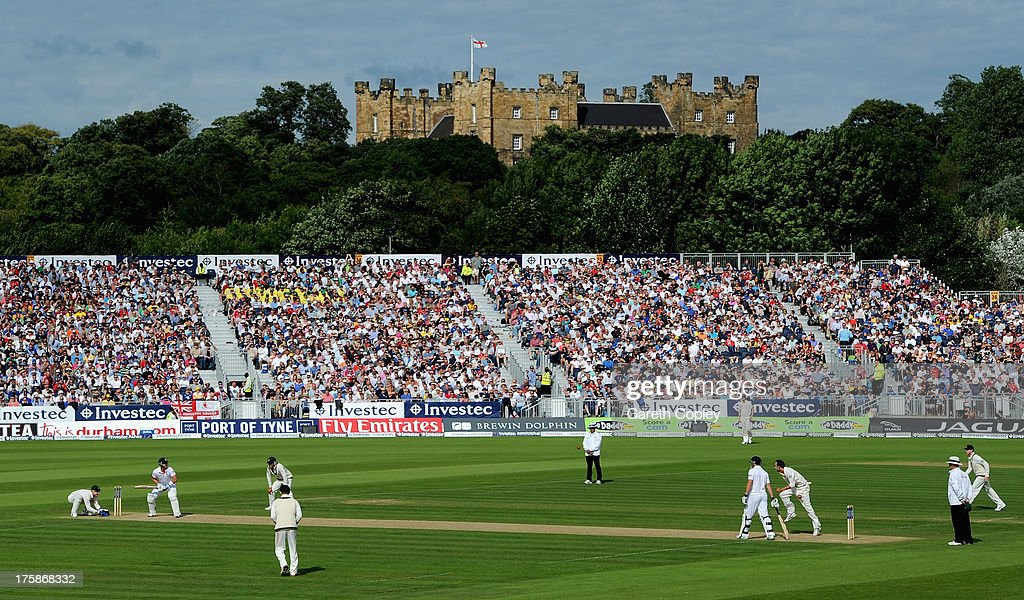 <a gi-track='captionPersonalityLinkClicked' href=/galleries/search?phrase=Matt+Prior+-+Cricket+Player&family=editorial&specificpeople=13652111 ng-click='$event.stopPropagation()'>Matt Prior</a> of England faces Nathan Lyon of Australia during day one of 4th Investec Ashes Test match between England and Australia at Emirates Durham ICG on August 09, 2013 in Chester-le-Street, England.