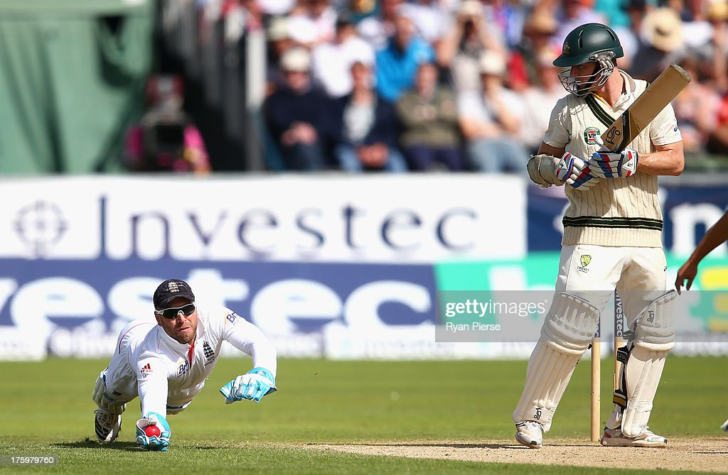 <a gi-track='captionPersonalityLinkClicked' href=/galleries/search?phrase=Matt+Prior+-+Cricket+Player&family=editorial&specificpeople=13652111 ng-click='$event.stopPropagation()'>Matt Prior</a> of England takes a catch to dismiss <a gi-track='captionPersonalityLinkClicked' href=/galleries/search?phrase=Chris+Rogers+-+Cricket+Player&family=editorial&specificpeople=178255 ng-click='$event.stopPropagation()'>Chris Rogers</a> of Australia off the bowling of Graeme Swann of England during day three of 4th Investec Ashes Test match between England and Australia at Emirates Durham ICG on August 11, 2013 in Chester-le-Street, England.