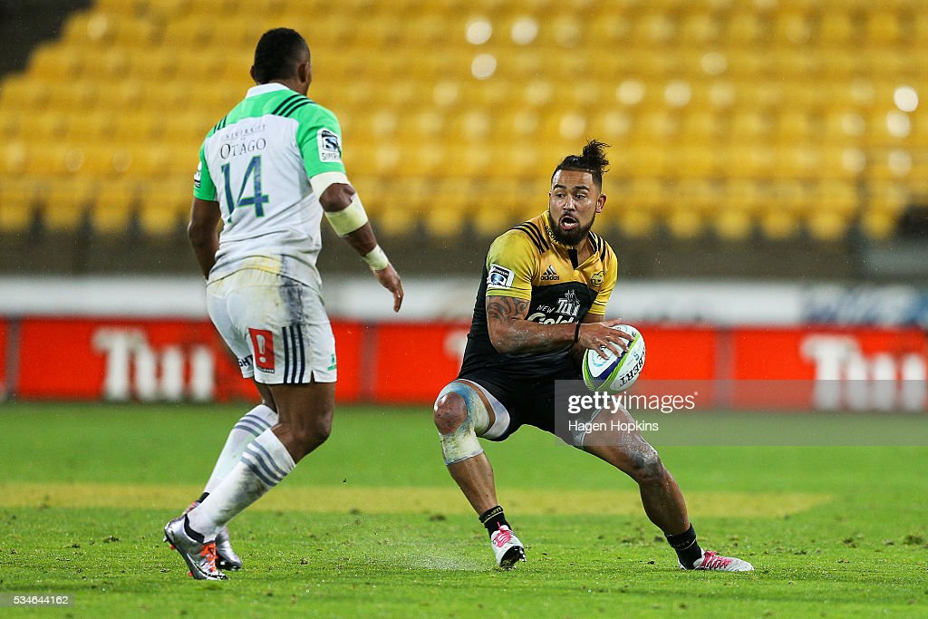 <a gi-track='captionPersonalityLinkClicked' href=/galleries/search?phrase=Matt+Proctor&family=editorial&specificpeople=9837904 ng-click='$event.stopPropagation()'>Matt Proctor</a> of the Hurricanes looks to beat the defence of <a gi-track='captionPersonalityLinkClicked' href=/galleries/search?phrase=Waisake+Naholo&family=editorial&specificpeople=7427425 ng-click='$event.stopPropagation()'>Waisake Naholo</a> of the Highlanders during the round 14 Super Rugby match between the Hurricanes and the Highlanders at Westpac Stadium on May 27, 2016 in Wellington, New Zealand.