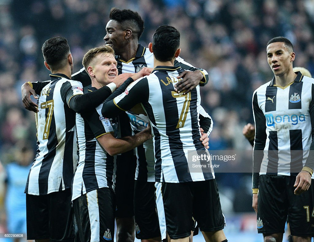 Matt Ritchie of Newcastle United (11) celebrates with teammates after scoring his second and Newcastle's fourth goal during the Sky Bet Championship match between Newcastle United and Rotherham United at St.James'Park on January 21, 2017 in Newcastle upon Tyne, England.