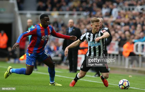 Matt Ritchie of Newcastle United evades Jeffrey Schlupp of Crystal Palace during the Premier League match between Newcastle United and Crystal Palace...