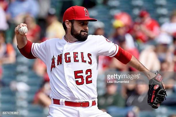 Matt Shoemaker of the Los Angeles Angels of Anaheim pitches against the Detroit Tigers at Angel Stadium of Anaheim on June 1 2016 in Anaheim...