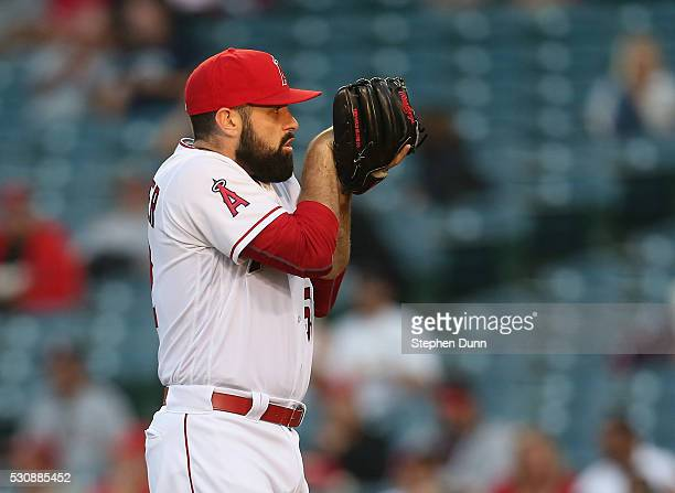 Matt Shoemaker of the Los Angeles Angels of Anaheim prepares to throw a pitch against the St Louis Cardinals at Angel Stadium of Anaheim on May 11...