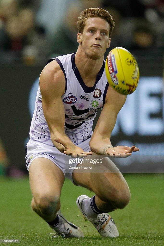 Matt Taberner of the Dockers marks the ball during the round 10 AFL match between the St Kilda Saints and the Fremantle Dockers at Etihad Stadium on May 28, 2016 in Melbourne, Australia.