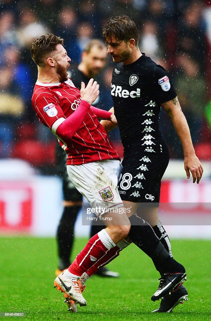 Matt Taylor of Bristol City(L) and Gaetano Berardi of Leeds United clash resulting in red cards for both during the Sky Bet Championship match between Bristol City and Leeds United at Ashton Gate on October 21, 2017 in Bristol, England.