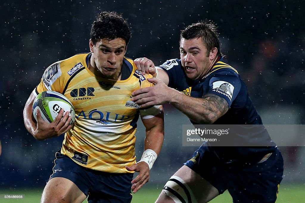 <a gi-track='captionPersonalityLinkClicked' href=/galleries/search?phrase=Matt+Toomua&family=editorial&specificpeople=4695215 ng-click='$event.stopPropagation()'>Matt Toomua</a> (L) of the Brumbies in the tackle of Liam Squire of the Highlanders during the Super Rugby round ten match between the Highlanders and Brumbies at Rugby Park on April 30, 2016 in Invercargill, New Zealand.