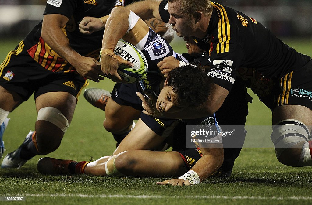 <a gi-track='captionPersonalityLinkClicked' href=/galleries/search?phrase=Matt+Toomua&family=editorial&specificpeople=4695215 ng-click='$event.stopPropagation()'>Matt Toomua</a> of the Brumbies scored a try during the round 11 Super Rugby match between the Brumbies and the Chiefs at Canberra Stadium on April 25, 2014 in Canberra, Australia.