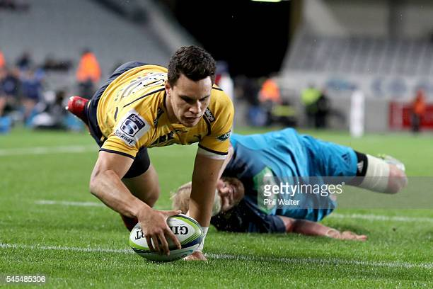 Matt Toomua of the Brumbies scores a try during the round 16 Super Rugby match between the Blues and the Brumbies at Eden Park on July 8 2016 in...
