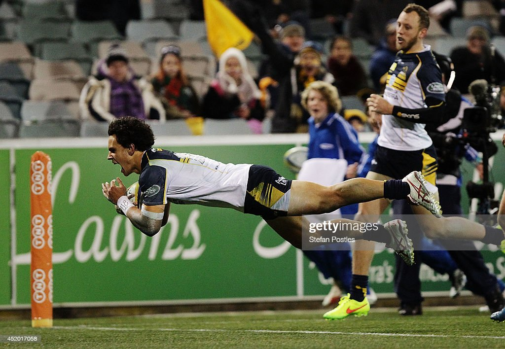 <a gi-track='captionPersonalityLinkClicked' href=/galleries/search?phrase=Matt+Toomua&family=editorial&specificpeople=4695215 ng-click='$event.stopPropagation()'>Matt Toomua</a> of the Brumbies scores a try during the round 19 Super Rugby match between the Brumbies and the Force at Canberra Stadium on July 11, 2014 in Canberra, Australia.