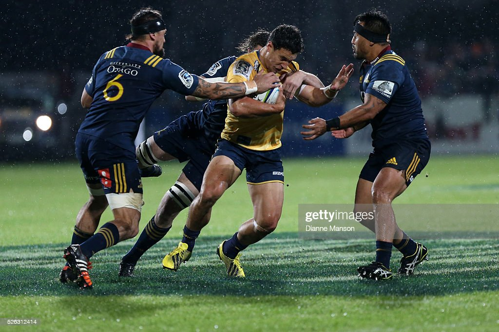 <a gi-track='captionPersonalityLinkClicked' href=/galleries/search?phrase=Matt+Toomua&family=editorial&specificpeople=4695215 ng-click='$event.stopPropagation()'>Matt Toomua</a> (C) of the Brumbies tries to break through the Highlanders defence during the Super Rugby round ten match between the Highlanders and Brumbies at Rugby Park on April 30, 2016 in Invercargill, New Zealand.