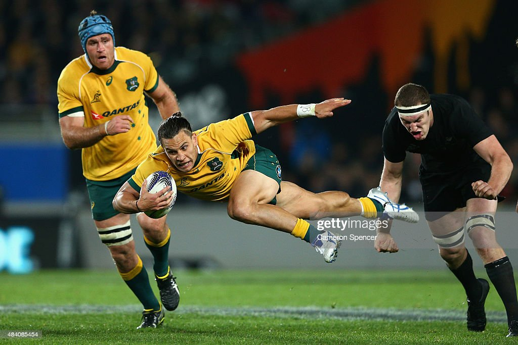 <a gi-track='captionPersonalityLinkClicked' href=/galleries/search?phrase=Matt+Toomua&family=editorial&specificpeople=4695215 ng-click='$event.stopPropagation()'>Matt Toomua</a> of the Wallabies breaks through the defence during The Rugby Championship, Bledisloe Cup match between the New Zealand All Blacks and the Australian Wallabies at Eden Park on August 15, 2015 in Auckland, New Zealand.