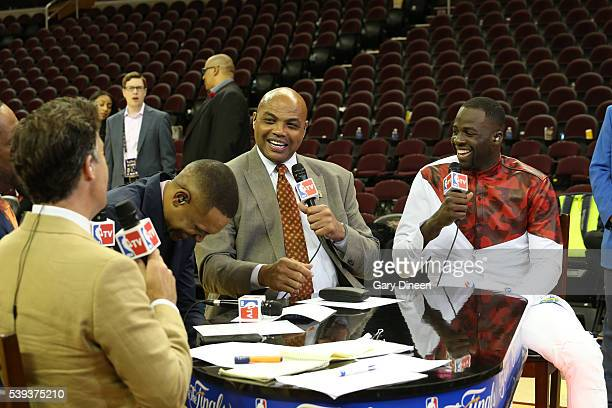 Matt Winer Steve Smith Grant Hill and Charles Barkley are seen with Draymond Green of the Golden State Warriors after the game between the Cleveland...