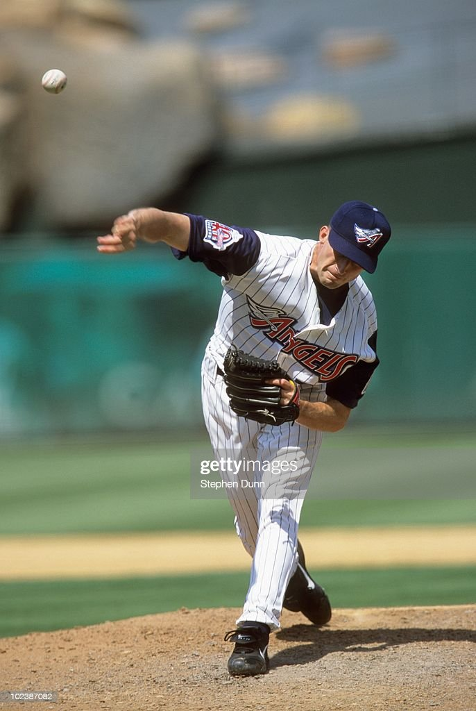 Matt Wise #32 of the Anaheim Angels pitches during the game against the Detroit Tigers at Edison International Field on August 2, 2000 in Anaheim, California.