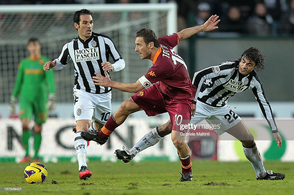 Matteo Cointini of AC Siena fights for the ball with <a gi-track='captionPersonalityLinkClicked' href=/galleries/search?phrase=Francesco+Totti&family=editorial&specificpeople=208985 ng-click='$event.stopPropagation()'>Francesco Totti</a> of AS Roma during the Serie A match between AC Siena and AS Roma at Stadio Artemio Franchi on December 2, 2012 in Siena, Italy.