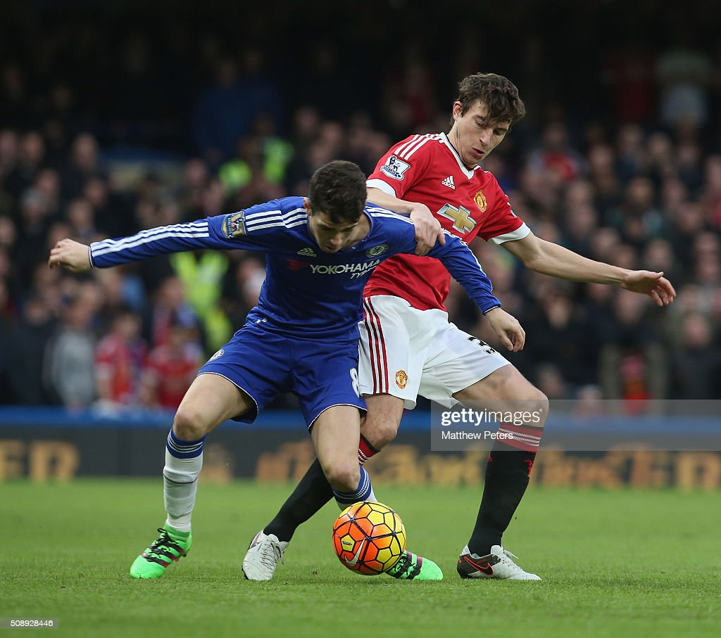 <a gi-track='captionPersonalityLinkClicked' href=/galleries/search?phrase=Matteo+Darmian&family=editorial&specificpeople=7096006 ng-click='$event.stopPropagation()'>Matteo Darmian</a> of Manchester United in action with <a gi-track='captionPersonalityLinkClicked' href=/galleries/search?phrase=Oscar+-+Brazilian+Soccer+Player+-+Born+1991&family=editorial&specificpeople=9691169 ng-click='$event.stopPropagation()'>Oscar</a> of Chelsea during the Barclays Premier League match between Chelsea and Manchester United at Stamford Bridge on February 7 2016 in London, England.