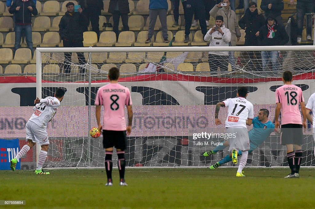 Matteo Mancosu of Carpi scores a penalty during the Serie A match between Carpi FC and US Citta di Palermo at Alberto Braglia Stadium on January 30...