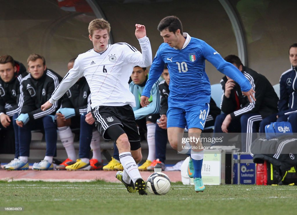 Matteo Politano (R) of Italy competes for the ball with Robin Knoche of Germany during U20 International Friendly match between Italy and Germany at Stadio Cosimo Puttilli on February 6, 2013 in Barletta, Italy.