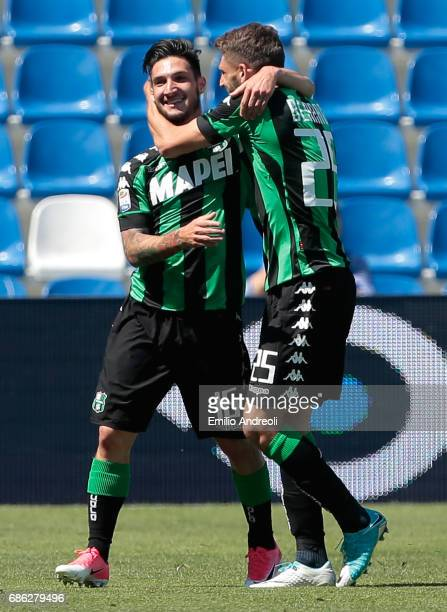 Matteo Politano of US Sassuolo Calcio celebrates his goal with his teammate Domenico Berardi during the Serie A match between US Sassuolo and...